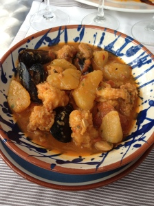 Mussels and lightly fried fish with potatoes